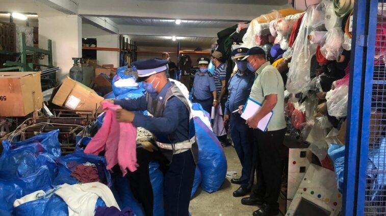 حجز أزيد من 26 ألف وحدة من الملابس الجاهزة المهرَّبة داخل مستودع