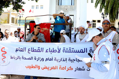 """بعد """"هدنة الجائحة"""".. أطباء القطاع العام يُصعّدون ضد وزارة الصحة ويخوضون إضرابا وطنيا"""