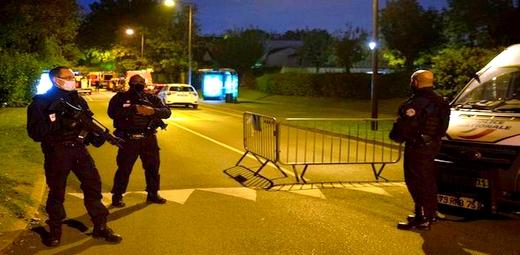 مقتل مدرس ذبحاً بفرنسا بعد نشره صوراً ساخرة للنبي محمد والشرطة تقتل القاتل رميا بالرصاص