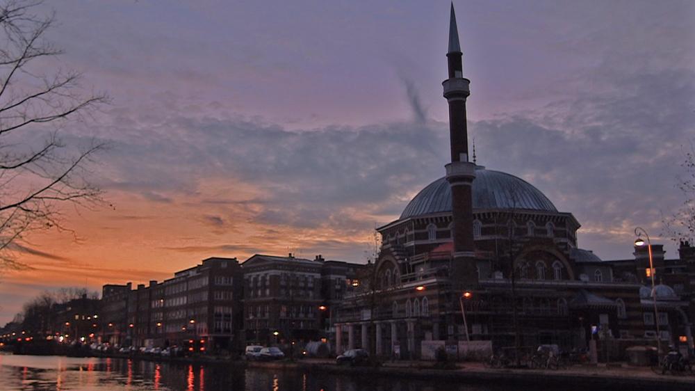 هولندا.. السلطات تغلق جميع المساجد ودور العبادة لمواجهة تفشّي كورونا