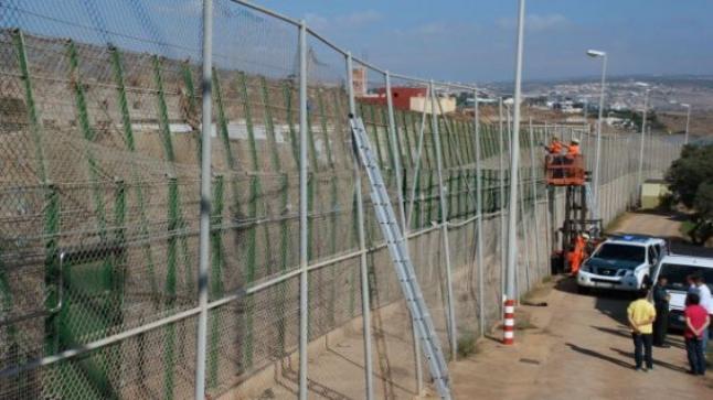 بطول 10 أمتار وعلى 12 كيلومترا.. سلطات سبتة ومليلية المحتلتين تبدأ في تشييد السور الجديد