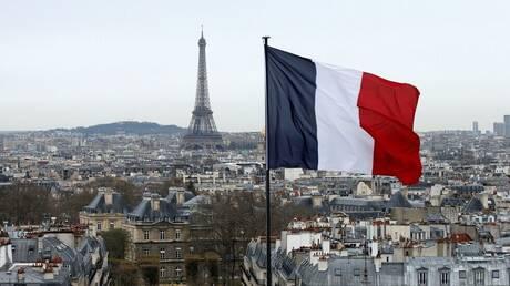 فرنسا.. الرئيس ماكرون يعرض صورا مسيئة إلى الرسول في واجهات المباني العمومية ومطالب بمقاطعة المنتجات الفرنسية
