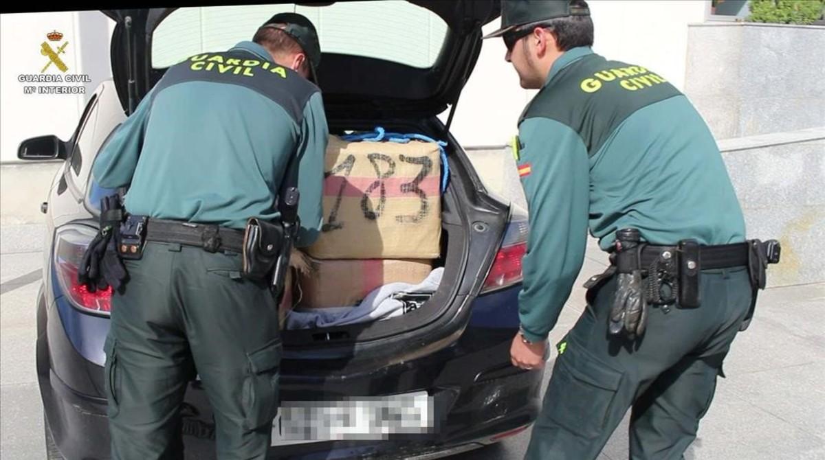الحرس المدني الإسباني يطيح بشبكة لتهريب المخدرات إلى أوروبا