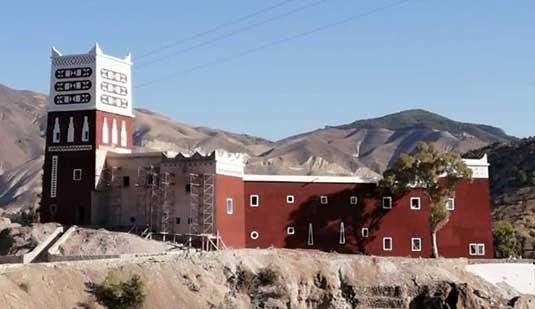 """الحسيمة.. تقرير يشيد بترميم المعلمة التاريخية """"القلعة الحمراء"""" بأربعاء تاوريرت"""