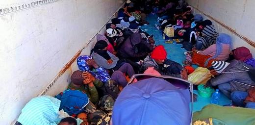 الناظور.. توقيف أزيد من 70 مهاجر سري داخل منزل مهجور بجماعة قرية أركمان