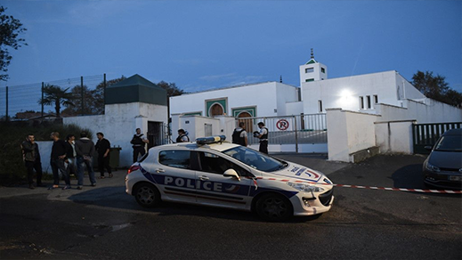 """اضرام النار في مسجد بمدينة """"شاتودون"""" بفرنسا"""