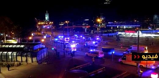 """شاهدوا.. قتلى وجرحى في هجوم على """"كنيس"""" يهودي وسط عاصمة أوروبية"""