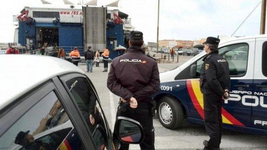 """الشرطة الإسبانية تفكك شبكة يقودها رجل أعمال """"تتاجر"""" في المغاربة العالقين بمليلية المحتلة"""