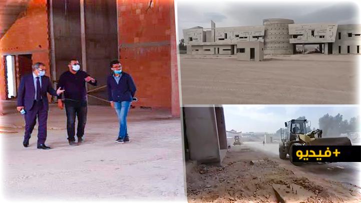 عامل إقليم الناظور يتفقد أشغال المحطة الطرقية الجديدة ويحث على الإسراع من وتيرتها