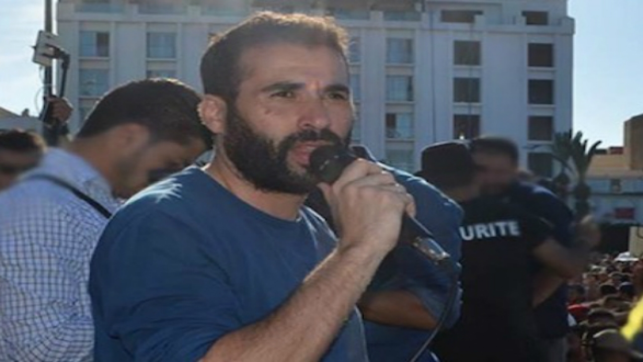 """المعتقل """"الحراكي"""" نبيل أحمجيق يدعو مديرية السجون إلى زيارة والدته لدواع إنسانية"""