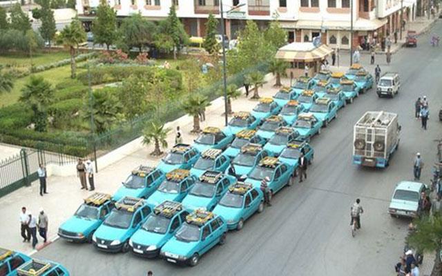سائقو سيارات الأجرة الصغيرة في تاوريرت يحتجون على تردّي البنية التحتية