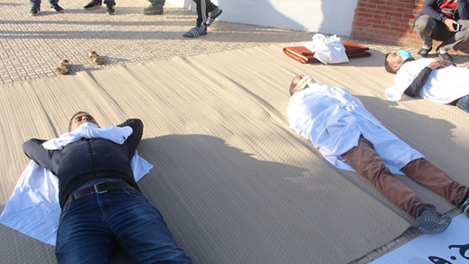 زايو.. احتجاج بالكفن بسبب تأخر افتتاح المستشفى