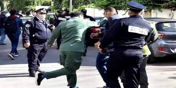 صورة لرجل سلطة يصفع ممرضا خلال تفريق وقفة احتجاجية تجتاح الفايسبوك
