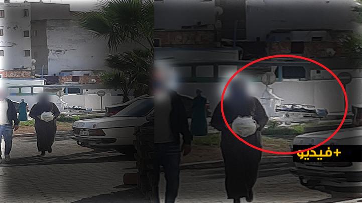 """شاهدوا.. نقل مريض مصاب بـ""""كورونا"""" بطريقة مهينة يغضب مواطنين بالناظور"""