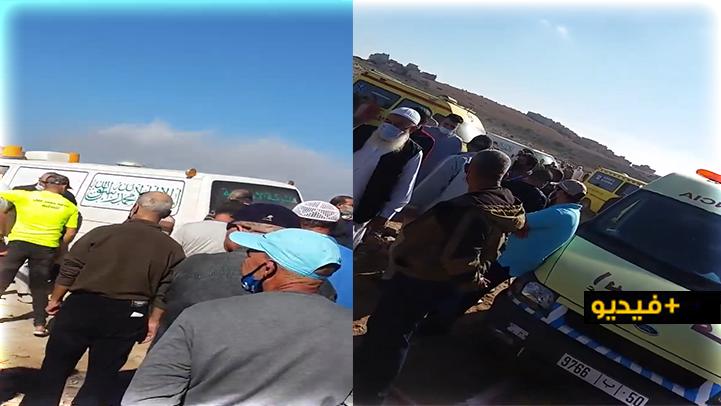 شاهدوا.. دفن 9 جثث في لحظة واحدة بمقبرة سيدي سالم بالناظور