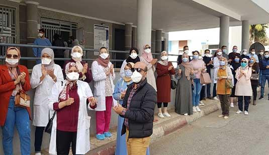 ممرضو مستشفى الحسني يخوضون وقفة احتجاجية أمام مقر مندوبية الصحة بالناظور