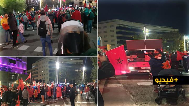 تراغونا.. مغاربة يحتجون في أكبر ساحة بالمدينة دعما للتدخل المغربي بمعبر الكركرات