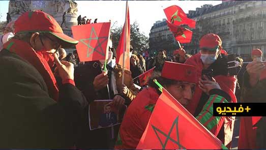 مئات المغاربة يتظاهرون في باريس ويشيدون بتدخل المغرب في الصحراء