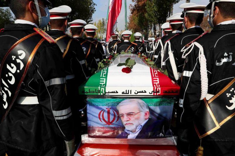 محسن فخري زاده.. تعرّف على عالم الذرة الإيراني الذي اتهمت بلاده إسرائيل بالوقوف وراء اغتياله