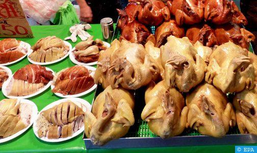 """في سابقة عالمية.. بلد أسيوي يرخّص ببيع لحم دجاج """"اصطناعي"""""""