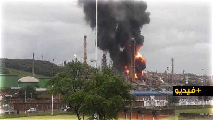 شاهدوا.. انفجار هائل يهزّ ثاني أكبر مصفاة للنفط في جنوب إفريقيا