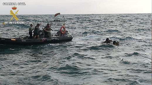 مهاجرون يتمكنون من الدخول إلى مليلية سباحة عبر الناظور