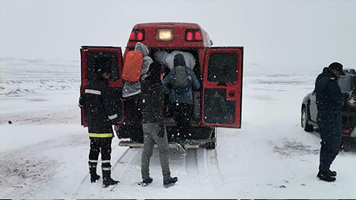 انقاذ سياح مغاربة بينهم نساء بعدما حاصرتهم الثلوج بهذه المنطقة