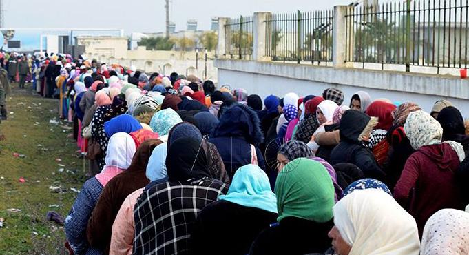 الفوج الأول من عاملات الفراولة المغربيات يستعد للسفر إلى إسبانيا