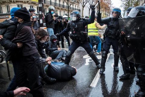 """الاحتجاجات على """"الأمن الشامل"""" تتواصل في فرنسا للأسبوع الثالث على التوالي"""