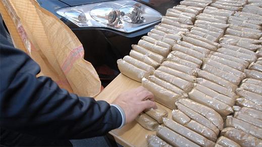 """إحباط محاولة لتهريب 220 كيلوغراما من مخدر """"الشيرا"""" على متن شاحنة للنقل الدولي"""