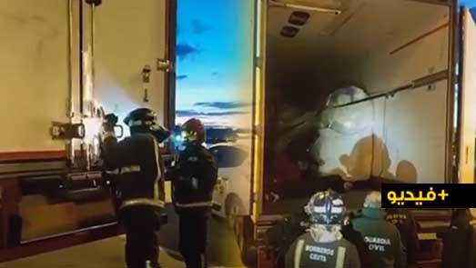 شاهدوا.. إنقاذ شابين مغربيين من الموت حاولا الهجرة داخل شاحنة تبريد