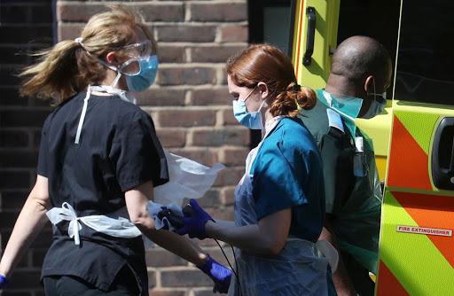 """منظمة الصحة العالمية تؤكد تفشّي """"السلالة الجديدة"""" لكورونا في ثلاث دول أخرى غير بريطانيا"""