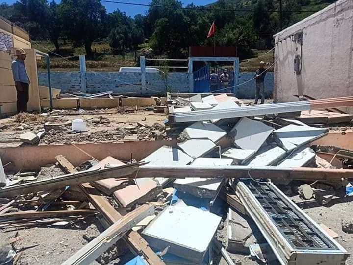 """انهيار جدار """"حجرة مدرسية"""" بمؤسسة تعليمية يودي بحياة أستاذ"""