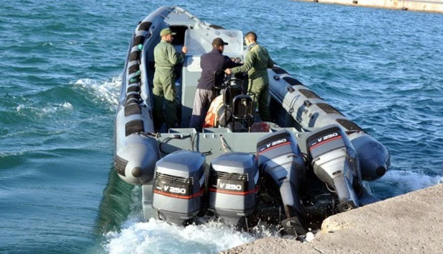 """توقيف قارب للهجرة السرية بشاطئ قرية """"أركمان"""" بالناظور وعلى متنه 25 شابا مغربيا وإفريقيان"""