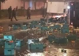 شاحنة الكحول المنقلبة في الرباط.. الأمن يعتقل السائق وأزيد من 10 أشخاص