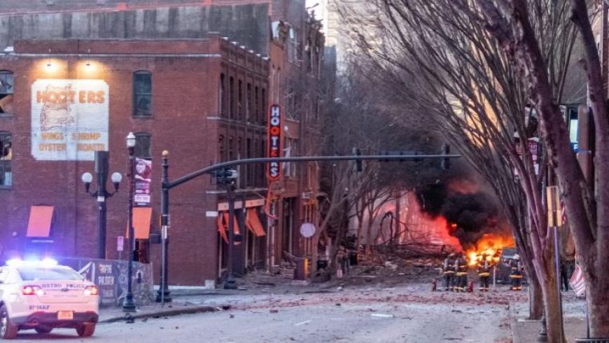 انفجار ناشفيل الأمريكية.. العثور على أشلاء بشرية قرب الموقع والمحققون: تفجير إرهابي