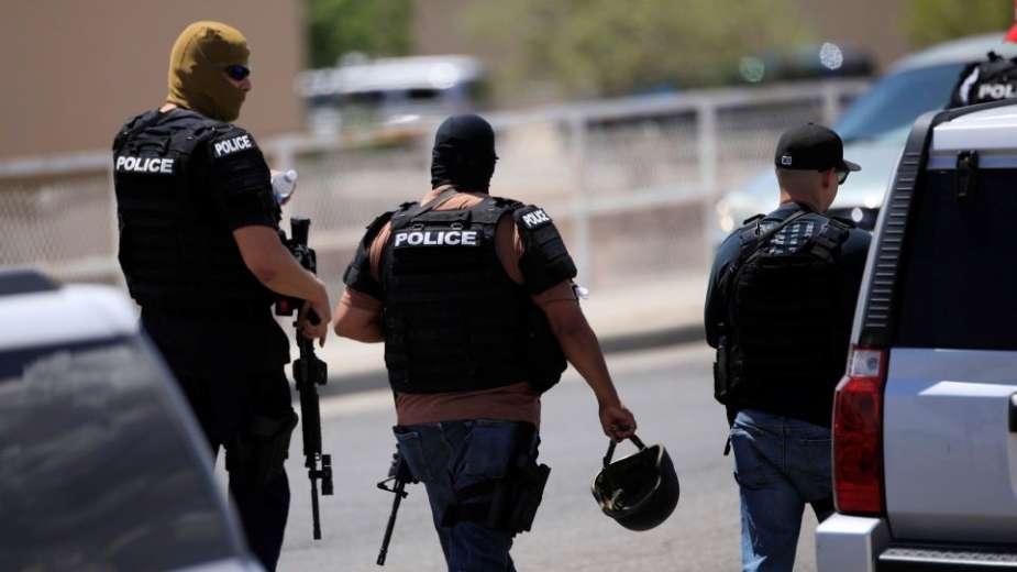 """شرطي أمريكي """"أبيض"""" يقتل بالرّصاص مواطنا أعزل من أصول إفريقية وجهاز الشرطة """"يطرده"""""""