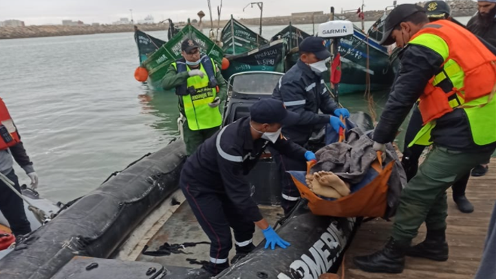 مفجع.. انتشال 4 جثث لصيادين وفقدان آخرين بعد غرق مركب صيد تقليدي