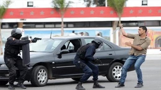 وفاة جانح بعيار ناري وإصابة شرطي بعد تدخل لإنقاذ مواطنين من إعتداءات أشخاص مدججين بالأسلحة البيضاء