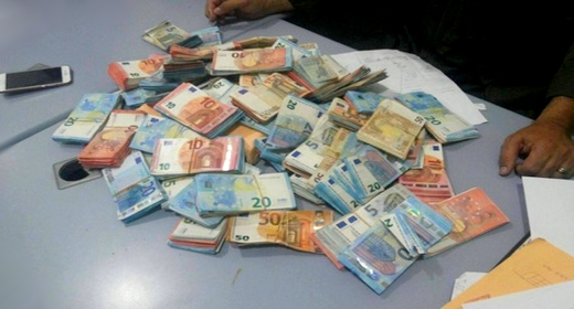 الجمارك تحبط تهريب حوالي 130 مليون درهم من العملة الصعبة