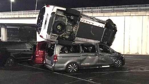 توقيف شخص حطم 50 سيارة انتقاما من شركة ميرسدس