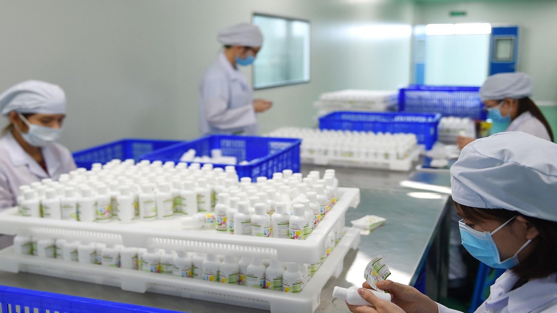 رسميا.. وزارة الصحة المغربية ترخص للتلقيح الخاص بكورونا الذي سيتلقاه المواطنون ضد الفيروس