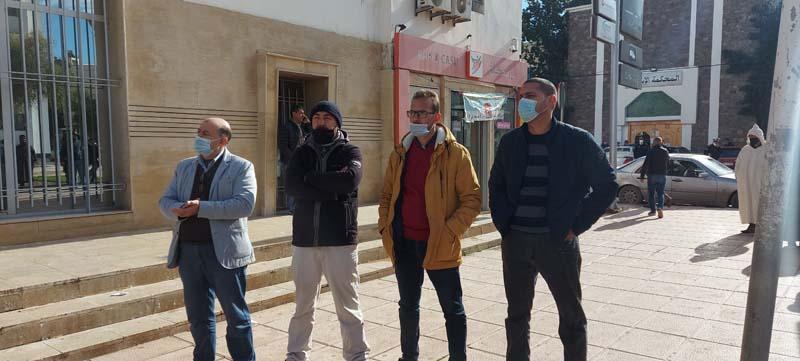 موظفو البريد بالناظور يحتجون ضد مديرهم العام بسبب التضييق على أنشطتهم النقابية