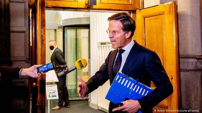 """""""فضيحة"""" إدارية مدوية تجبر الحكومة الهولندية على تقديم استقالتها"""