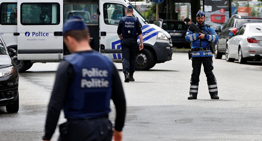 موقف بطولي.. شاب مغربي ينقذ شرطية عنّفها محتجّون في العاصمة البلجيكية