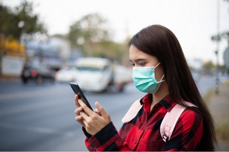 خبراء وأطبّاء ينصحون بعدم التحدث أو إجراء اتصالات عبر الهاتف في وسائل النقل العمومي