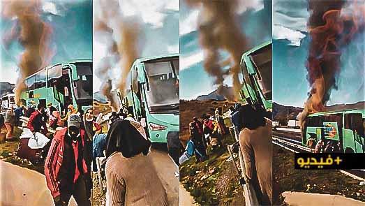 شاهدوا.. اشتعال النيران في حافلة نقل المسافرين وسط هلع الركاب