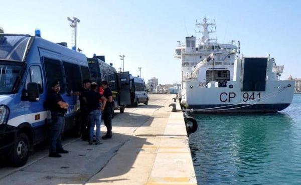 """أربع ممرضات مغربيات يتعرضن لـ""""الاحتجاز"""" وسط البحر بين إيطاليا والمغرب"""