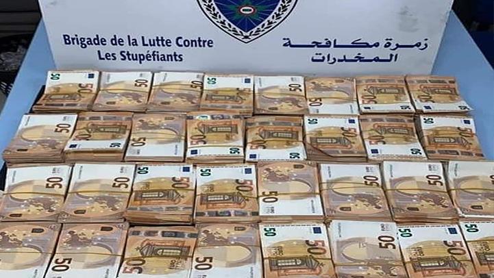 فرقة مكافحة المخدرات ببني انصار تحجز أزيد من 3 مليون درهم مخبأة داخل شاحنة