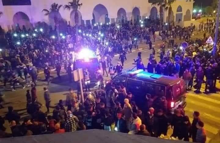 اعتقالات ورشق بالحجارة.. هذه تفاصيل احتجاجات الفنيدق وتطورات الملف